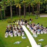 allestimento cerimonia di matrimonio in giardino